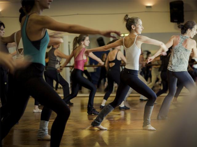 a junção da caminhada com movimentos da dança, buscando unir os benefícios das duas atividades