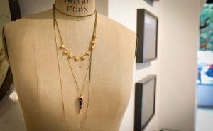 Vera Cortez lançou em São Paulo coleção de joias com exposição de João Farkas