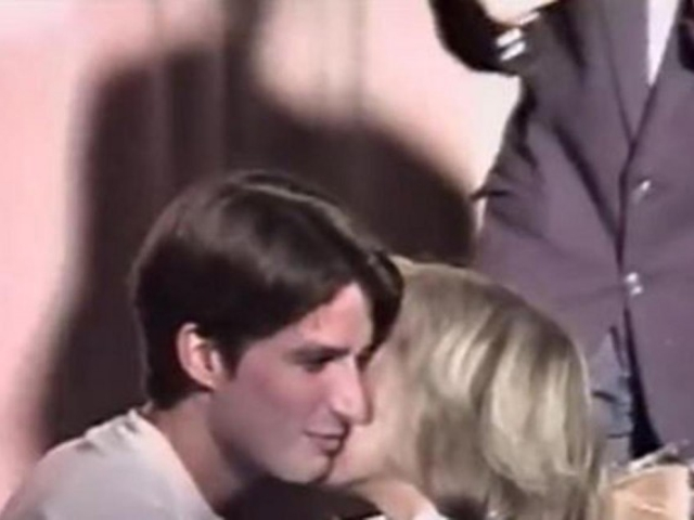 O primeiro beijo dos dois || Créditos: Reprodução