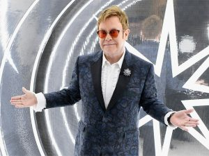 Nem só de música vive Elton John, que fatura alto com o mercado de artes