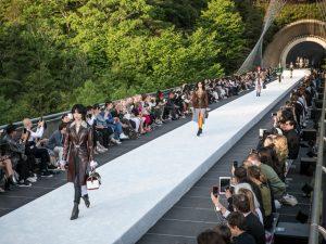 Louis Vuitton arma desfile resort em museu no Japão