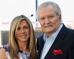 Jennifer Aniston com o pai, o ator John Aniston