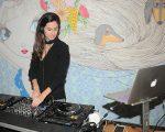 A DJ Clara Ribeiro