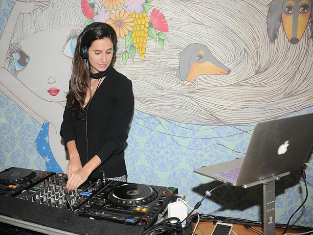 Pra não esquecer: playlist fervo de Clara Ribeiro no Coletivo Glamurama