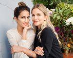 As irmãs Livia Verjovsky e Amanda Verjovsky estrelam a campanha da coleção Colorful
