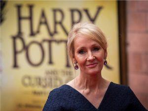 Lançada há 20 anos, saga Harry Potter ainda rende milhões a J.K. Rowling