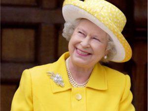 Apesar do Brexit, salário da rainha Elizabeth II vai aumentar quase 80% em 2017