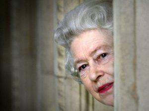 Vida fácil? Relembre 5 escândalos que abalaram o reinado de Elizabeth II
