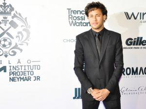 Novo penteado de Neymar ofusca fim de namoro com Bruna Marquezine