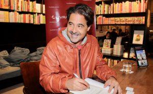"""Noite de autógrafos do livro """"A Sociedade dos Sonhadores Involuntários"""" em SP"""