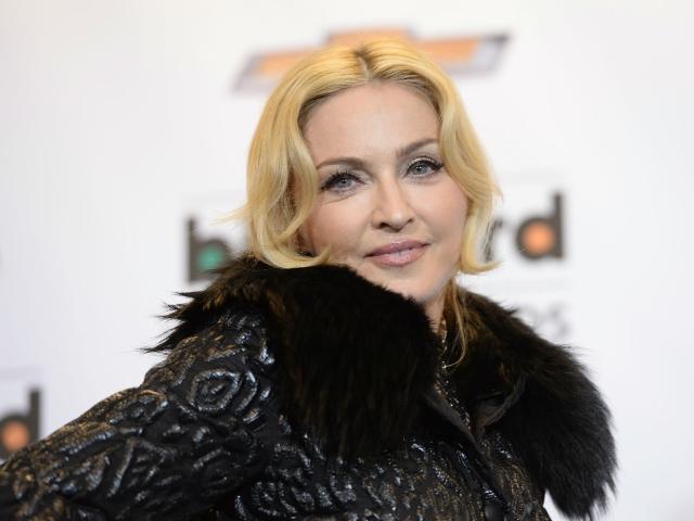 Madonna tenta impedir leilão de carta de Tupac sobre fim de namoro