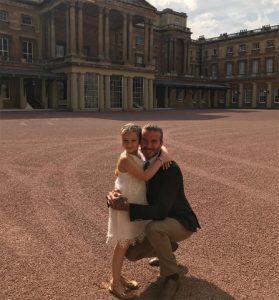 Harper e David no pátio do Palácio