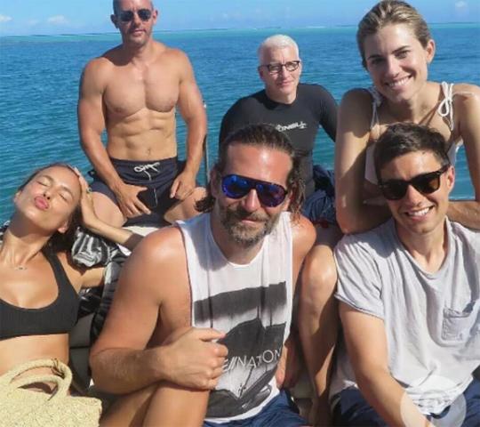 Irina e Bradley divertem-se nas primeiras férias sem a filha