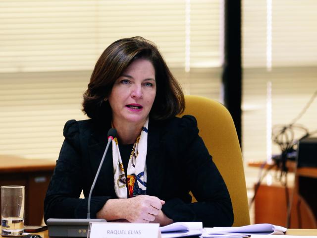 Substituta do Procurador-Geral da República esbanja elegância em Brasília