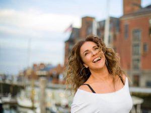 Malu Verçosa entrega 28 curiosidades sobre a aniversariante Daniela Mercury