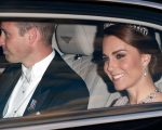 Harry e Kate saindo do Palácio de Kensington para participar do Banquete do Estado no Palácio de Buckingham