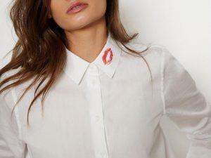 Desejo do Dia: a camisa com marca de batom no colarinho da Equipment