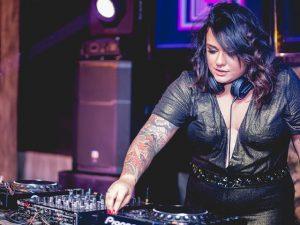 Na contagem regressiva da Festa Glamurama Rio por Peugeot, a playlist da DJ Lela Gomes