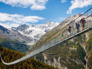Wow! Alpes suíços ganham a maior ponte de pedestres suspensa no mundo