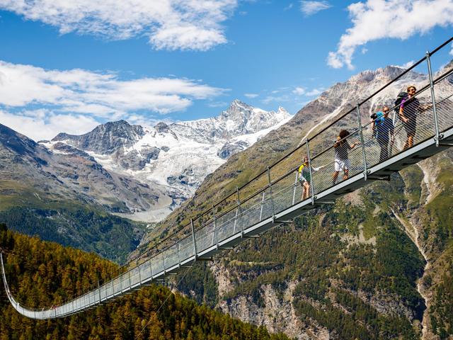 Já abriu a maior ponte pedestre suspensa do mundo. Fica na Suíça
