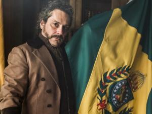 """Alexandre Nero na pele de seu personagem em """"Filhos da Patria"""""""