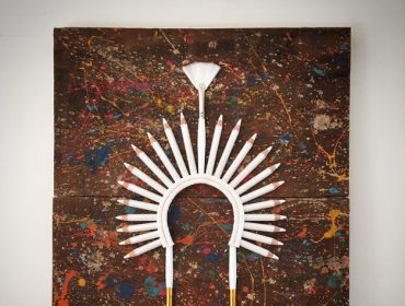 Lá em Casa: os cocares inusitados do artista Johnny Betti