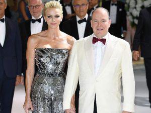 Princesa Charlene de Mônaco e Príncipe Albert II na 69º edição do Baile da Cruz Vermelha em Mônaco