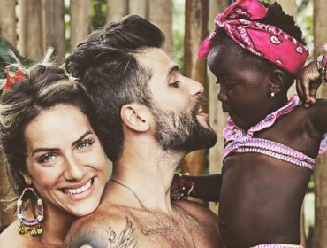 Giovanna Ewbank e Bruno Gaglisasso vão batizar Títi neste sábado em São Paulo