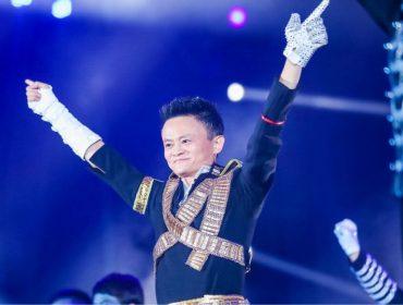 Mais rico da China faz cosplay de Michael Jackson em aniversário de empresa