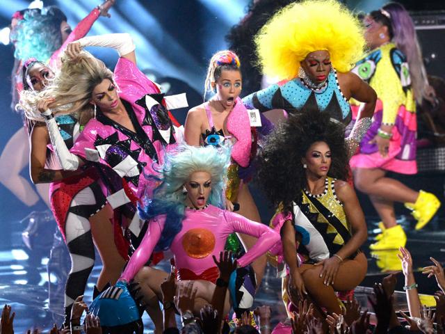Apresentação com drag queens no VMA 2015  ||  Créditos: Getty Images