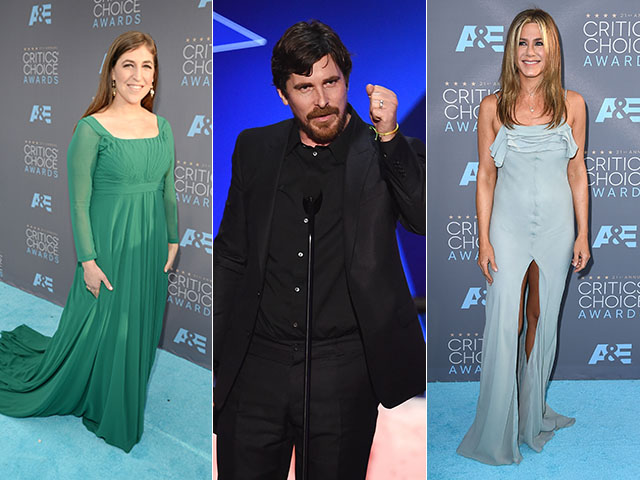 Mayim Bialik, Christian Bale e Jennifer Aniston  ||  Créditos: Getty Images