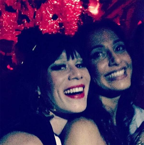 Mariana Ximenes e Camila Pitanga no Baile do Sarongue 2015    Créditos: Reprodução/ Instagram