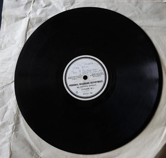 """O disco com """"Till There Was You"""" e """"Hello Little Girl""""    Créditos: Divulgação"""