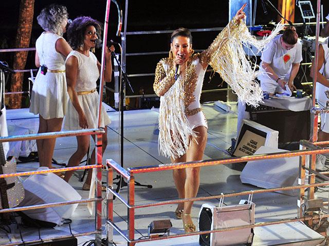 Claudia Leitte no comando do trio Largadinho || Créditos: Paulo Freitas