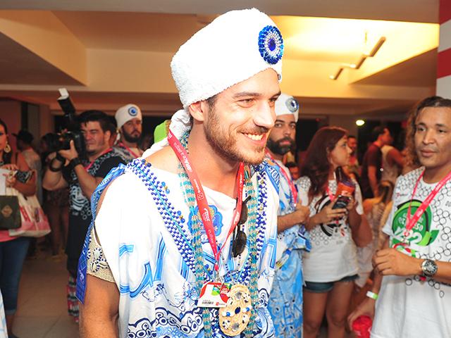 Marco Pigossi vestido de filho de Gandhy  ||  Créditos: Paulo Freitas