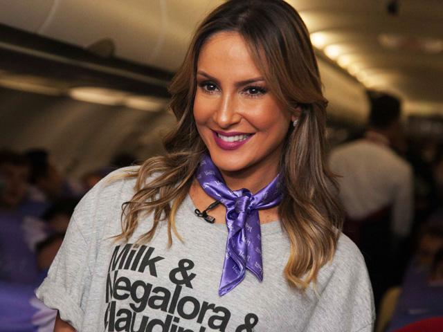 Claudia Leitte a bordo do Glamurama Jet    Créditos: Fernando Torres