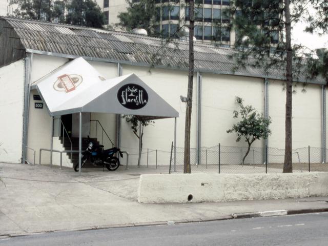 Fachada da danceteria Florestta, em São Paulo || Créditos: Arquivo pessoal / Reprodução