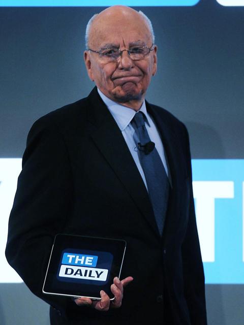 """Rupert Murdoch e o """"The Daily"""" na mão    Créditos: Getty Images"""