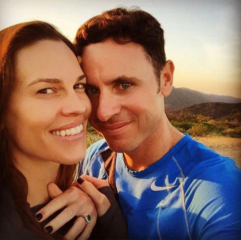 Hilary Swank, agora uma mulher comprometida      Créditos: Reprodução Instagram