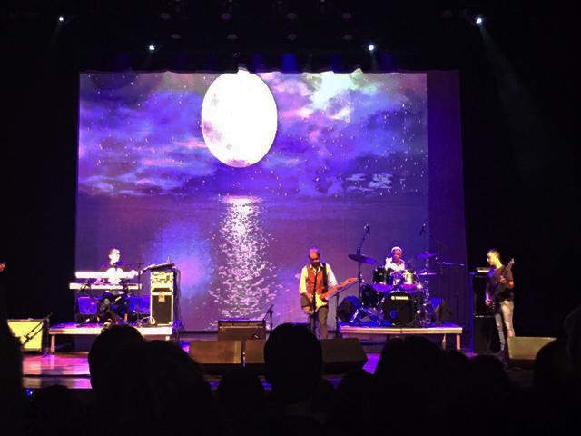 A apresentação de Beto Guedes no Teatro J. Safra || Créditos: Glamurama
