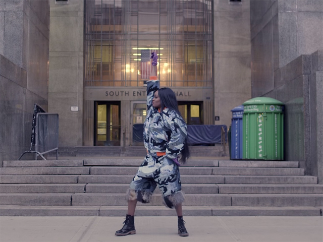 Azealia Banks em seu novo clipe aparece dançando em sua Nova York