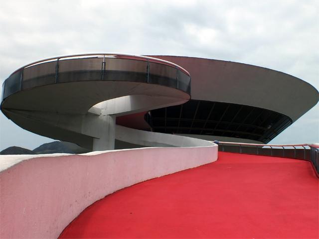 Museu de Arte Contemporânea (MAC), em Niterói, onde vai acontecer o desfile da Louis Vuitton