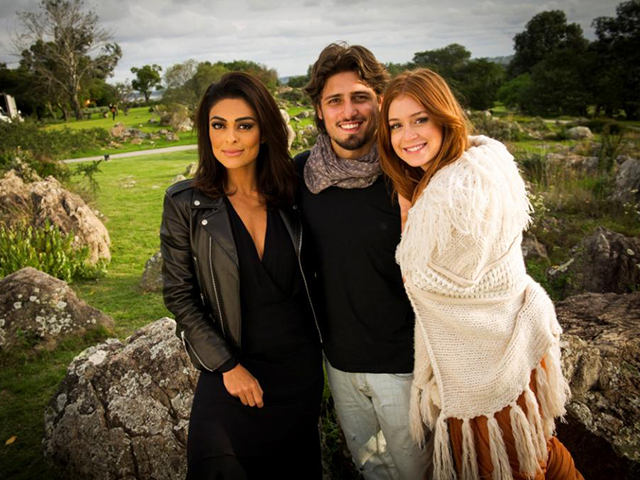 Juliana Paes, Marina Ruy Barbosa e Daniel Rocha no Hotel Fasano Las Piedras      Créditos: Divulgação