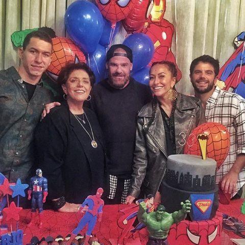Murilo Braga, Leda Nagle, Daniel Hernandez, Sabrina Sato e o aniversariante  Duda Nagle     Créditos:  Reprodução Instagram