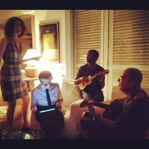 Fernanda Torres cantando, Fernanda Montenegro no iPad… Quer ver?