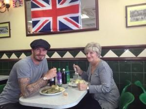 David Beckham posta foto almoçando com a mãe em Londres
