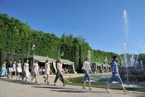 A Chanel desfilou sua Cruise Collection no palácio de Versalhes. Veja como foi