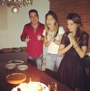 Fernanda Motta ganha festa de aniversário surpresa de Sabrina Sato