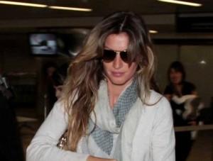 Gisele Bündchen acaba de desembarcar no aeroporto de Guarulhos