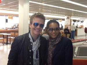 Michel Teló e Taís Araújo se encontram no aeroporto de Paris